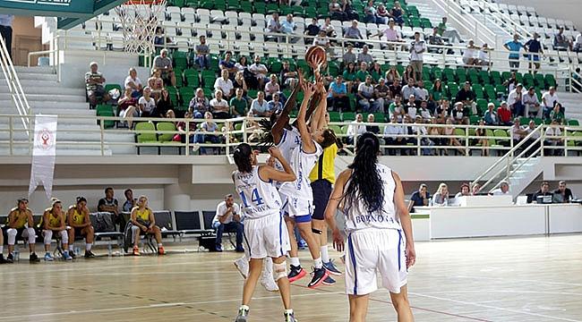 Bornova Futbolda Fenerbahçe,  Basketbolda Galatasaray'ı Ağırlıyor
