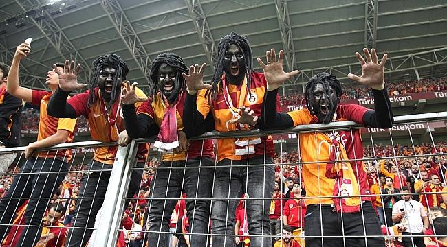 Galatasaray Taraftarından Futbolculara Protesto