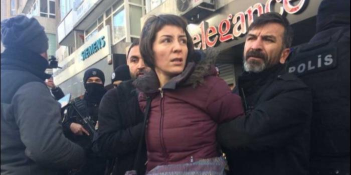 KESK Genel Başkanı'na Ters Kelepçeli Gözaltı