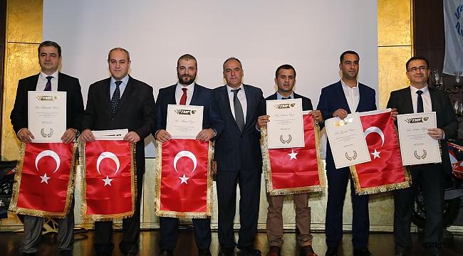 Şampiyonların Kupaları Mehmetçik'e