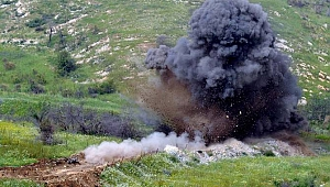 Karabağ'da araç mayına bastı: Ölüler var