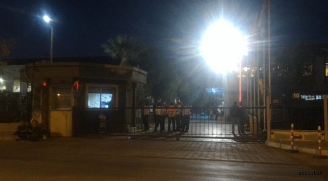 TARİŞ'te İşçiler Kendilerini Fabrikaya Kapattı