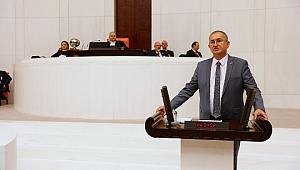 Atila Sertel, iktidara Ozan Arif'in şiiriyle seslendi