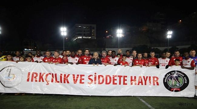 """Ünlü futbolcular """" Irkçılık ve şiddet''e Bayraklı'dan dur dedi."""