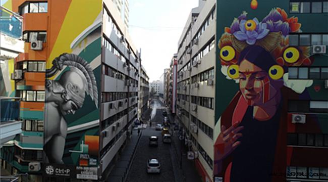 İzmir'de Duvarlar