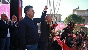 Bayraklı'da Çoşku Dolu Dev Yürüyüş