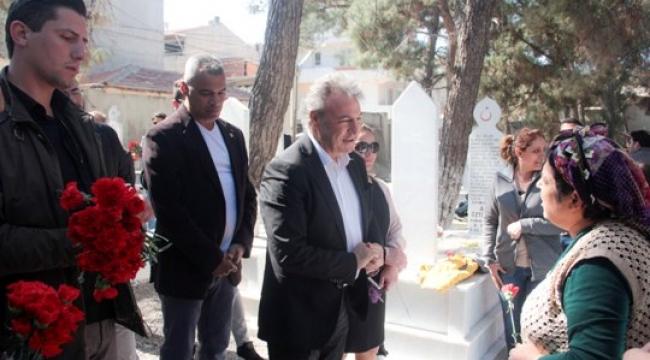 İduğ, Nevruz Bayramı'nda Karanfil Dağıttı