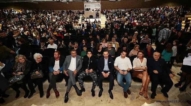 """""""İkinin Biri"""" Perdelerini İzmir'de  Açtı"""
