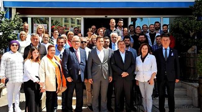 CHP İl Başkanı Yücel'den Çeşme'ye Tebrik Ziyareti