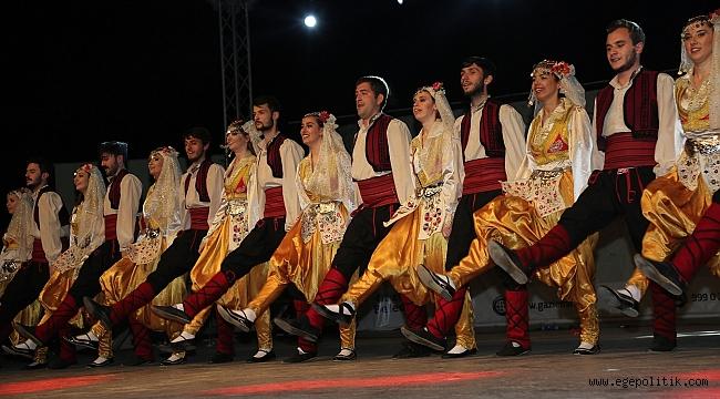 Gaziemir'de 10. Geleneksel Halk Dansları Gecesi düzenlendi