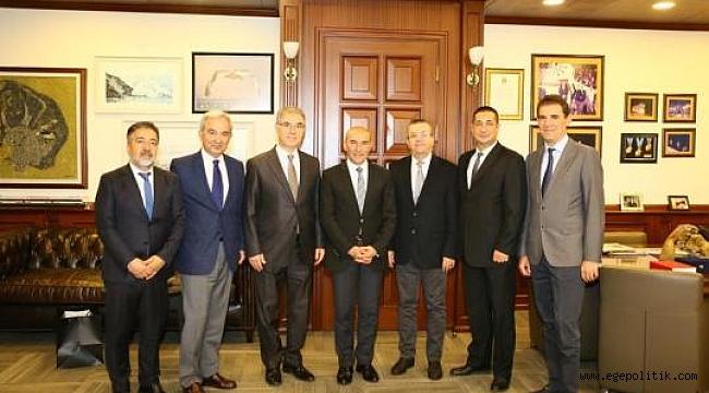 İzbaş Yönetim Kurulu İzmir Büyükşehir Belediye Başkanı Tunç Soyer'i Ziyaret Etti