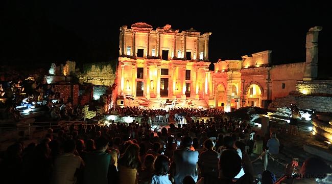 Celsus'ta İtalyan Esintileri Yankılandı