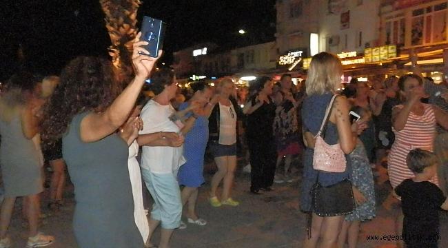 Foçalılar, İmamoğlu'nun Başkanlığını Halaylarla Kutladı