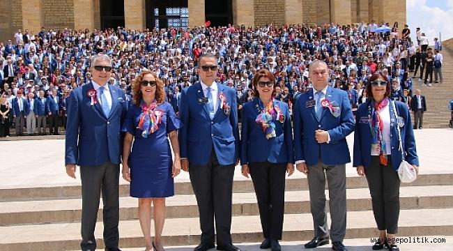 1000 Rotaryen Ata'nın Huzurunda