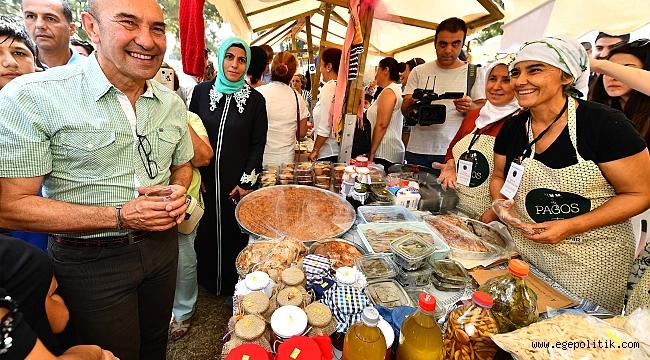 """Başkan Soyer Kadifekale'de """"Üretici Pazarı"""" açtı"""