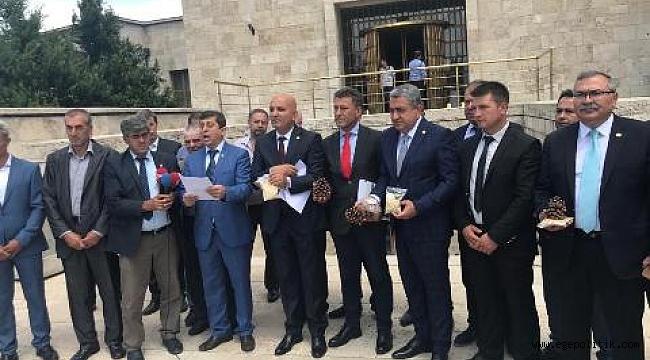 """""""MİLLETVEKİLLERİNİN GÖREVİ HALKIN SORUNLARINI MECLİS'E TAŞIMAKTIR!"""""""