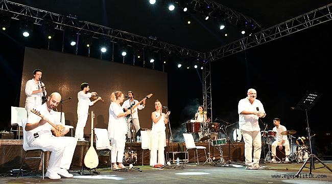 Çiğli'de Kardeş Türküler'den muhteşem performans