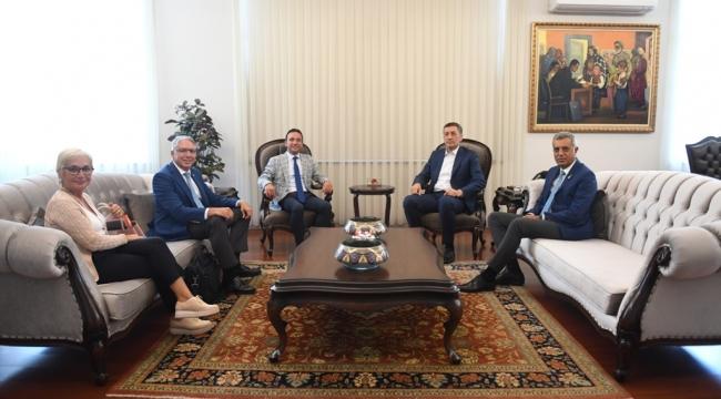 """MİLLİ EĞİTİM BAKANI'NDAN """"ROTARY OKULDA"""" PROJESİNE TAM DESTEK"""