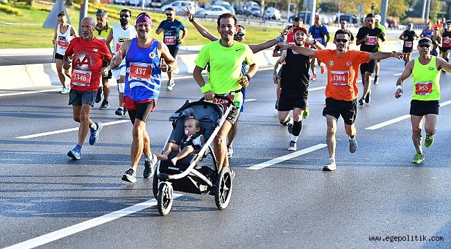 Uluslararası İzmir Yarı Maratonu renkli görüntülere sahne oldu