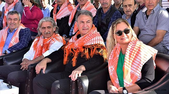 Bornova'da Rahvan atlar  Cumhuriyet için koştu