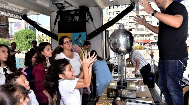 Bornovalı çocuklar Bilim Tırı'nda buluşuyor