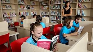 Buca'da bağışlanan kitaplar öğrencilerle buluştu