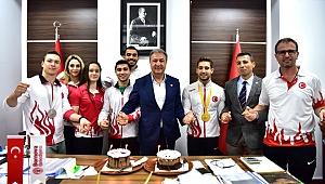 Dünya Şampiyonu'ndan Başkan İduğ'a ziyaret
