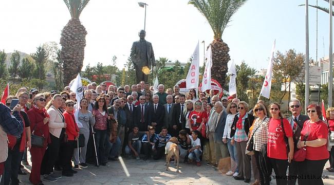 Karabağlar 29 Ekim Çelenk töreninde  Parlamenter demokrasi vurgusu