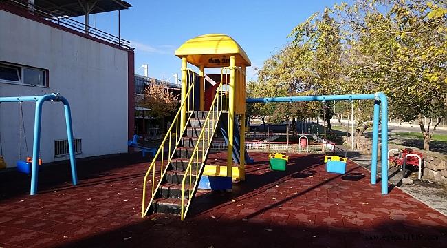 Bayraklı'da parklar yenileniyor, yeşil alanlar düzenleniyor