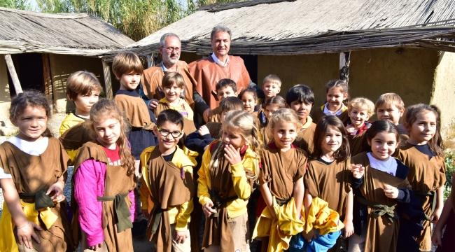 Bornova'da atık pil getiren  tarih yolculuğuna çıkıyor