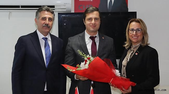Sandal ve Susmuş'tan ortak mesaj: El birliğiyle Bayraklı'yı, İzmir'in yıldızı yapacağız