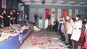 DEMOKRASİ  ŞEHİTLERİ  EFES SELÇUK'TA SERGİ VE TİYATRO İLE ANILDI
