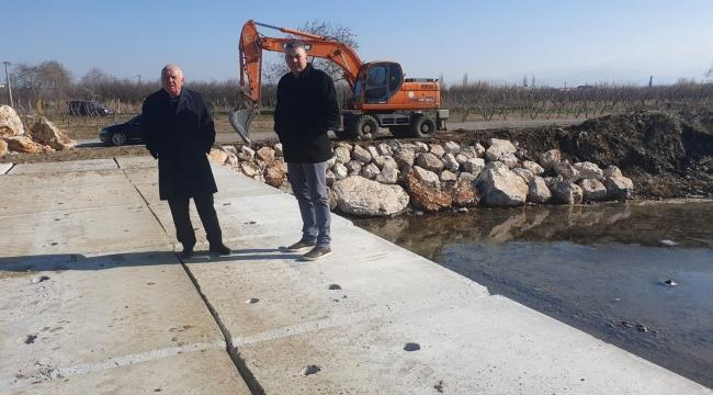 Üreticinin dört gözle beklediği köprüyü Kemalpaşa Belediyesi inşa etti