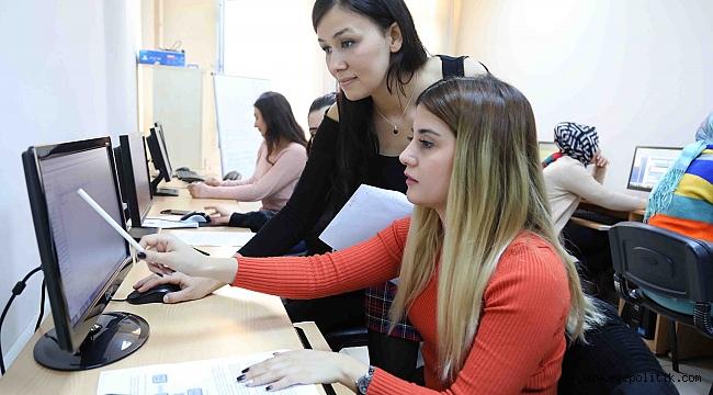 Bayraklı'da bilgisayar kursları büyük ilgi görüyor