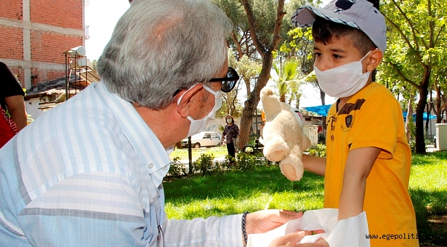 Başkan Eriş'ten çocuklara sürprizler