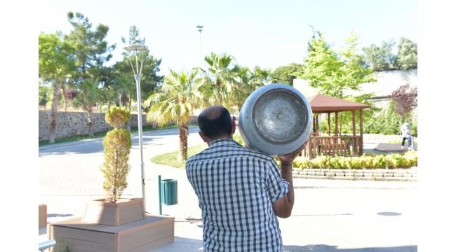 Çiğli'de ocaklar hep yansın diye vatandaşa tüp desteği