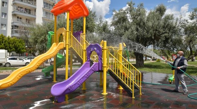 Çiğli'deki parklarda dezenfeksiyon çalışmaları yoğunlaştı