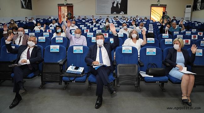 """Gaziemir Belediye Başkanı Halil Arda,""""Beni koltuktan indirmek isteyenler hayal görüyor"""""""