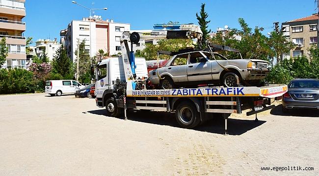 Narlıdere'de hurda araçlar toplanıyor