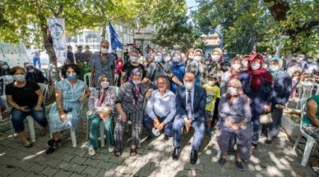 İzmir Büyükşehir Belediyesi'nden köylülere hijyen kiti ve gıda kolisi