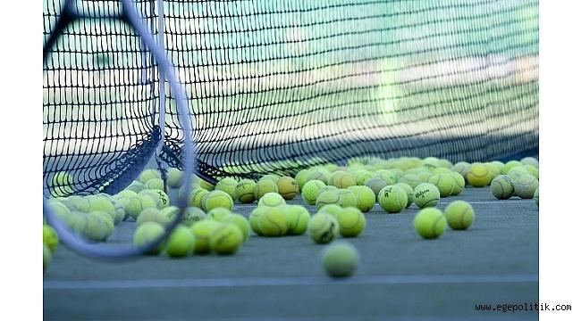 Teniste finale kalan çiftler şaşırtmadı