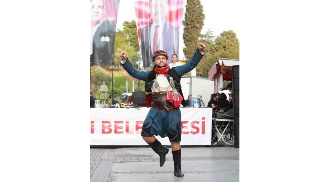 Bayraklı Cumhuriyet' in 97. yaşını etkinliklerle kutladı