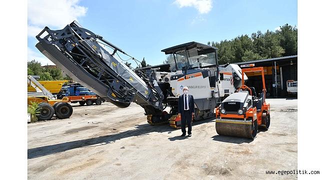 Karabağlar' ın yollarında asfalt devrimi