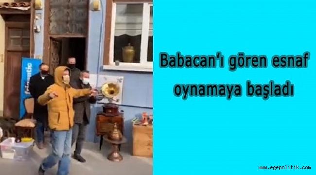 Babacan'ı gören esnaf oynamaya başladı
