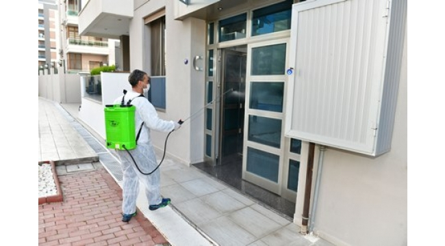 Çiğli'de virüs tespit edilen adresler ilaçlanıyor
