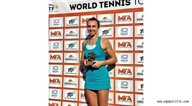 Antalya'da gülen Tenisçi İpek Öz oldu