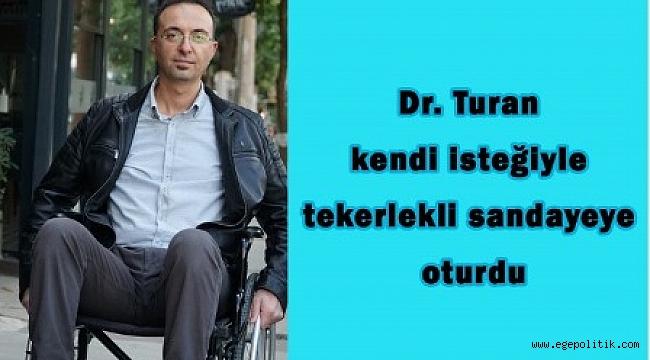 Dr. Turan kendi isteğiyle tekerlekli sandalyeye oturdu
