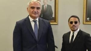 Kültür ve Turizm Bakanlığı, Türkiye'yi 'tanıtması' için Nusret'i seçti
