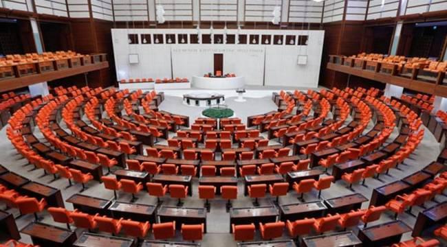 Sözcü yazarı: 2023 seçimlerine kadar siyasette taşlar yerinden oynayacak ve yeni masalar kurulacak!