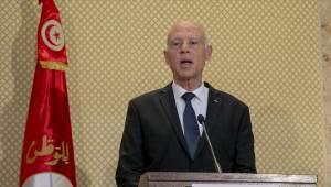 Tunus'ta Cumhurbaşkanı ordu desteğiyle yönetime el koydu